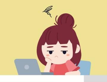 Caricatura de niña con cara de aburrimiento frente al ordenador. Consejos para el Aburrimiento